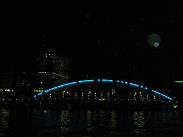船内から観る夜の橋