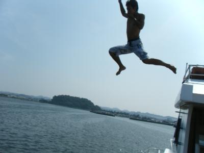 船の3階からダイビング