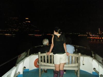 東京湾夜景とベンチ