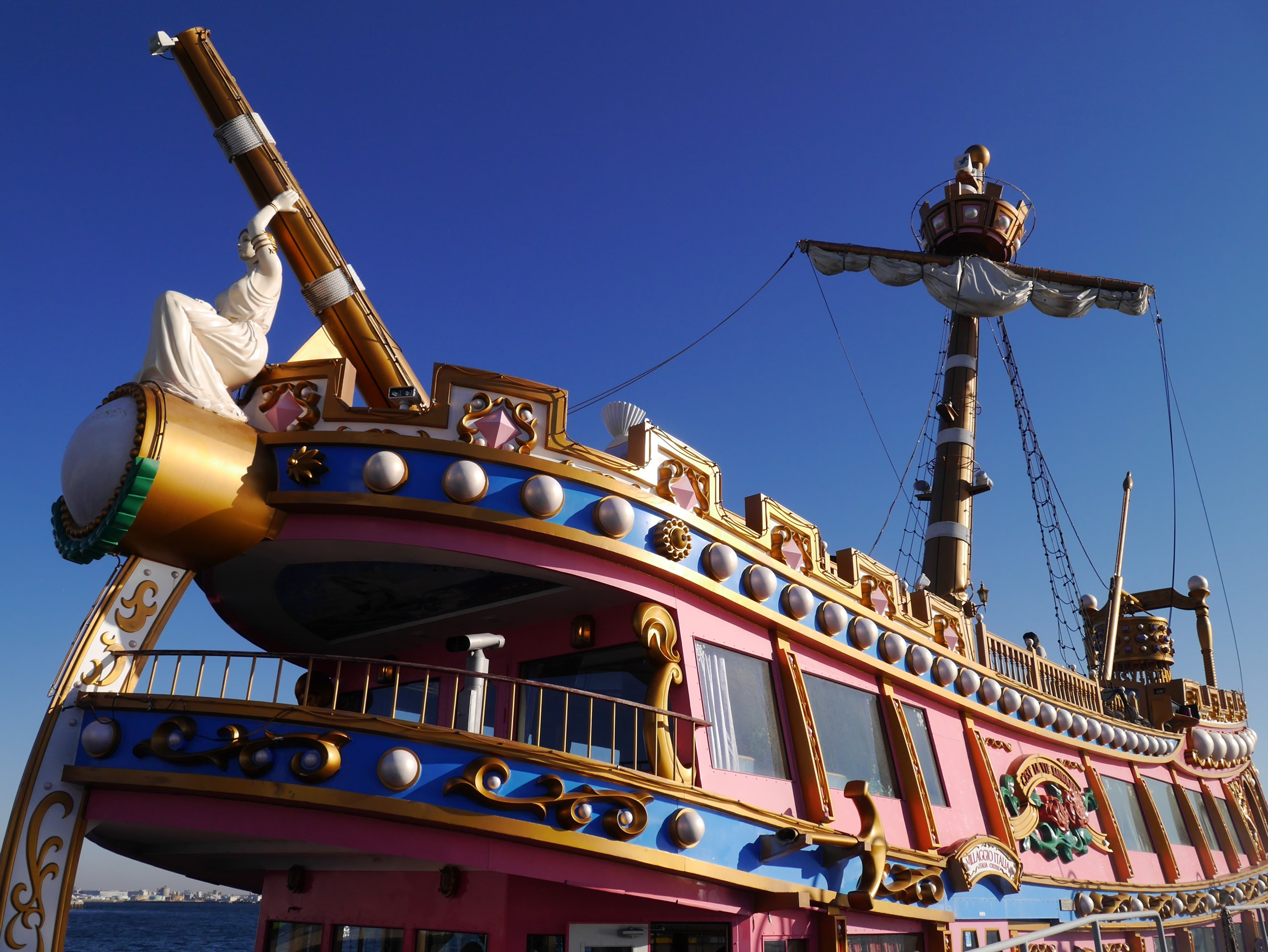 海賊船前方の外観図