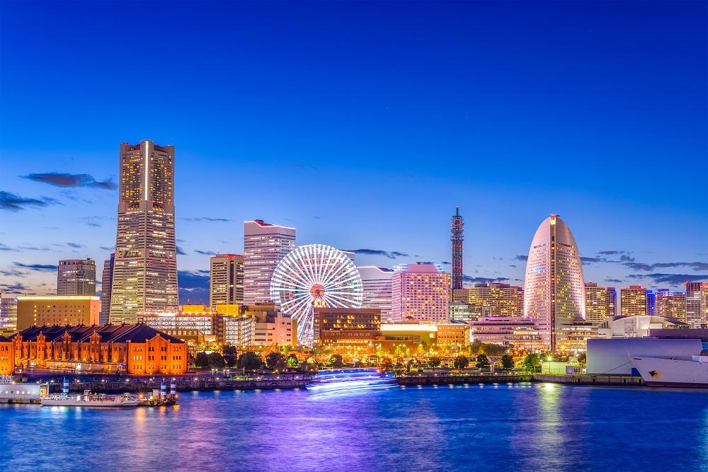 横浜港未来の海から見た夜景