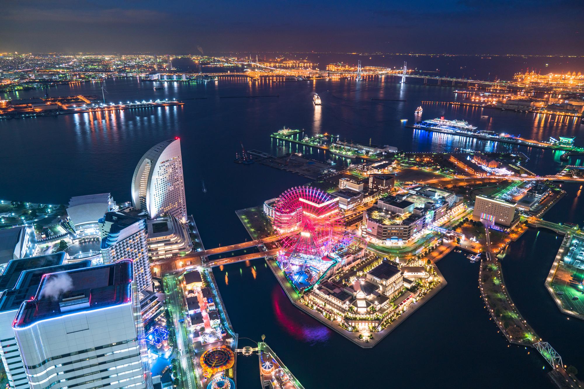 上空から見た横浜みなとみらいの夜景