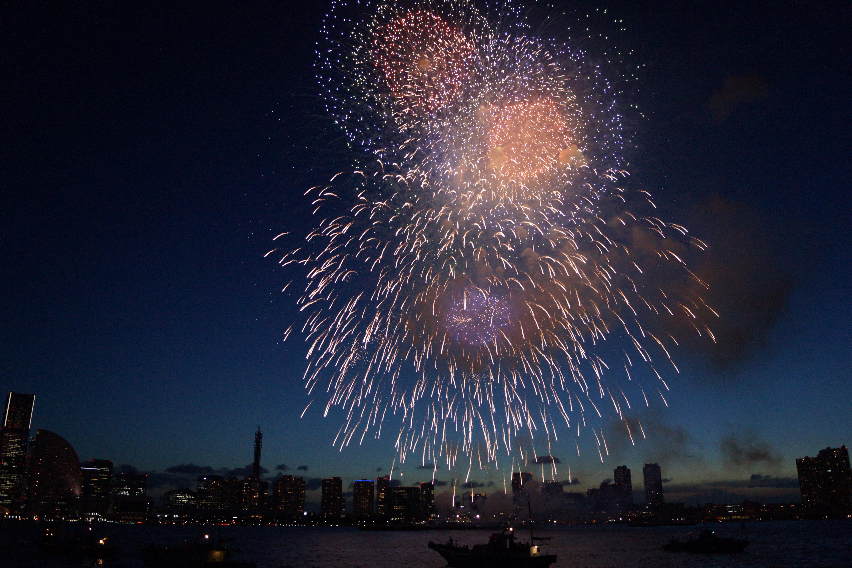 花火大会をクルーザーから撮影した写真