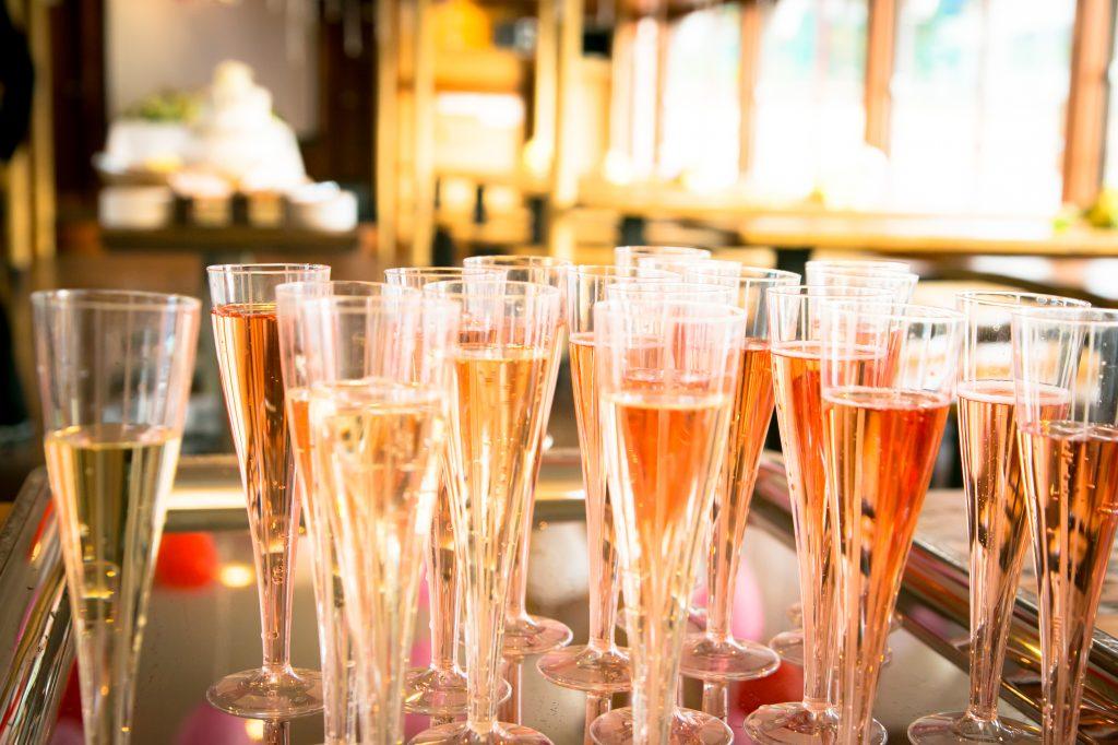 グラスに注がれたシャンパン