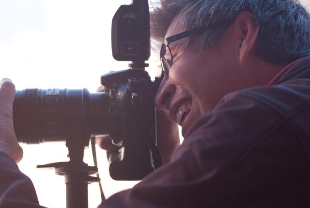 カメラマンが撮影しているシーン