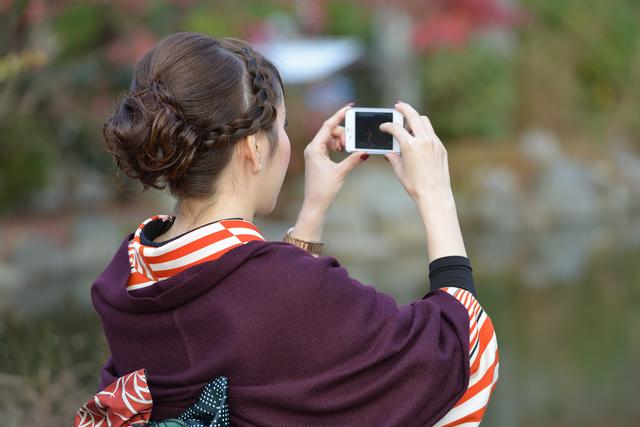 成人式振り袖姿の女性