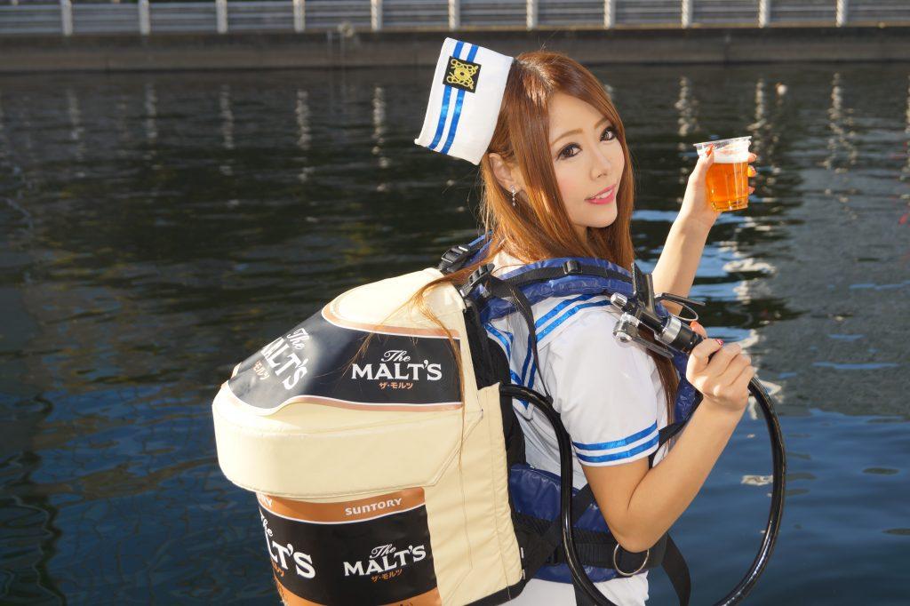 ビールの女性売り子