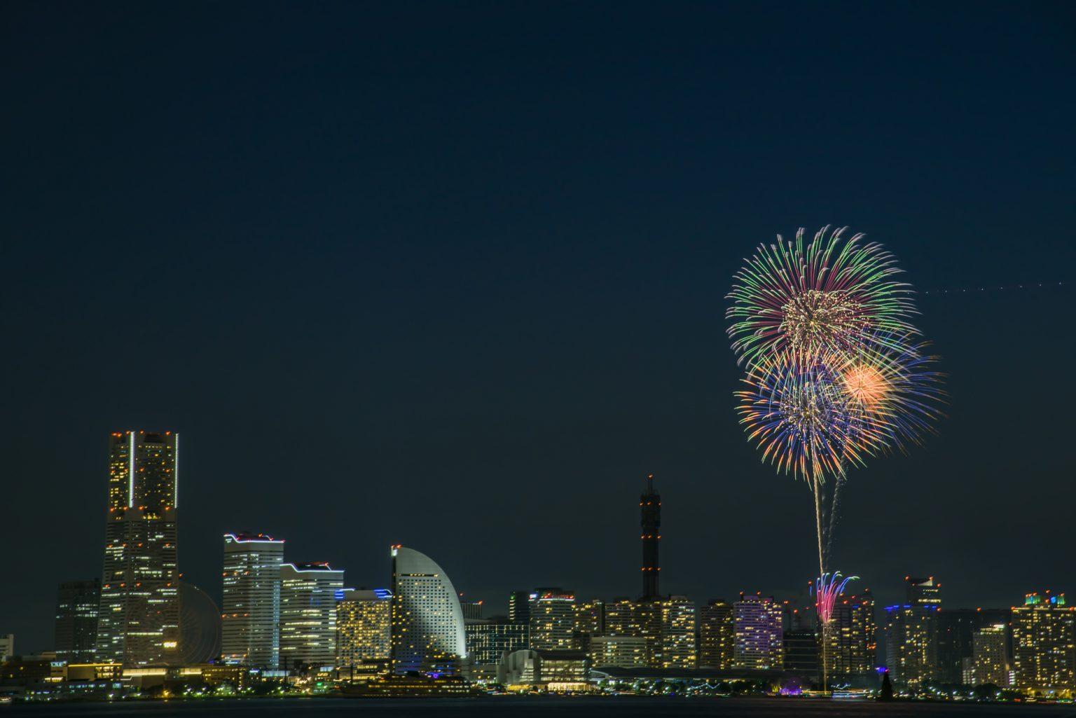 横浜開港祭の花火風景
