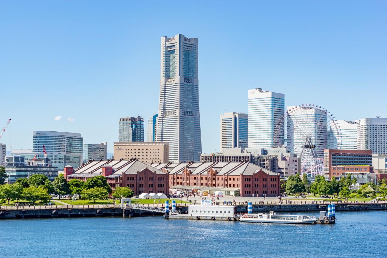 海から眺める横浜の風景