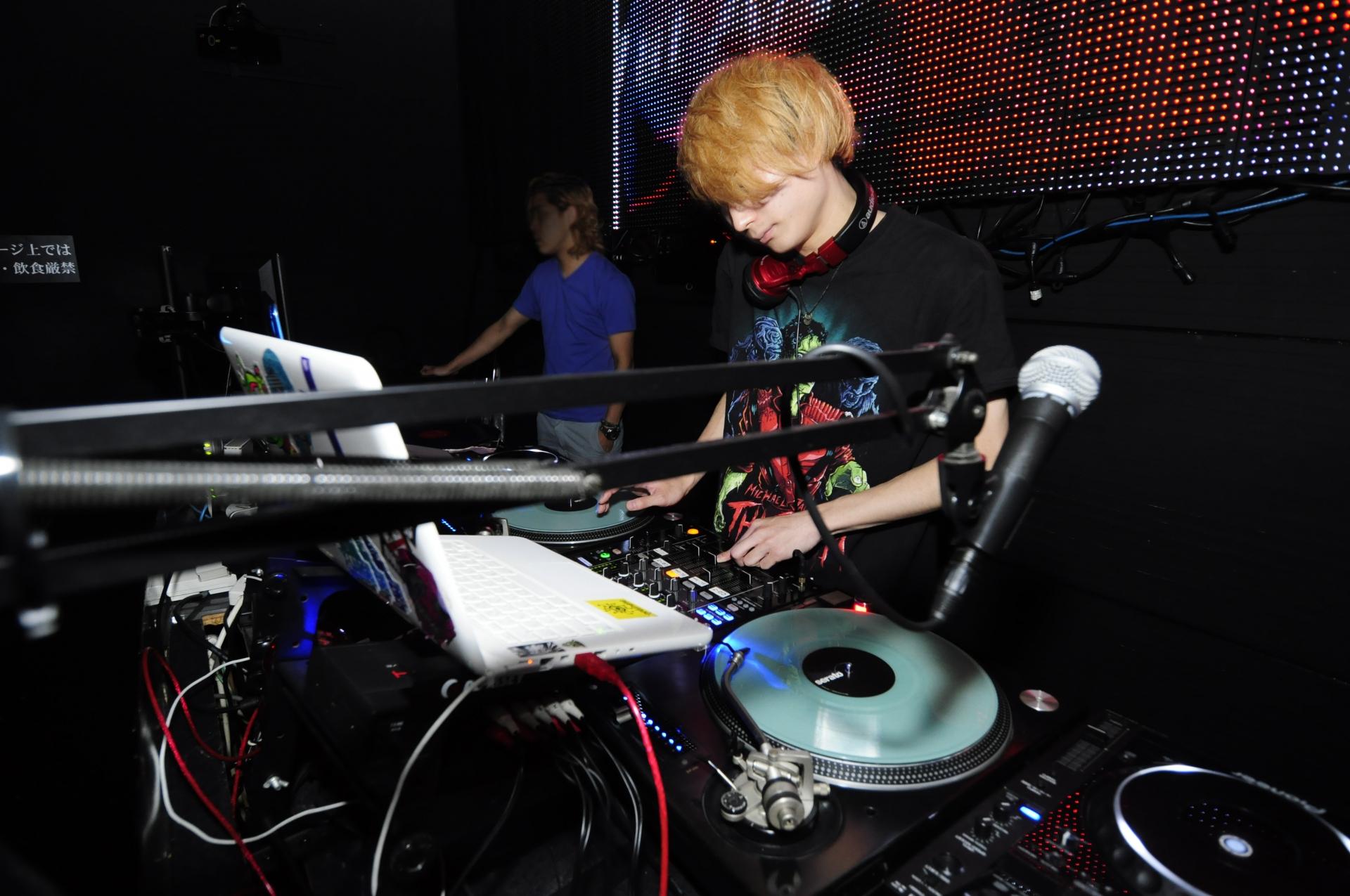 DJが演奏している景色