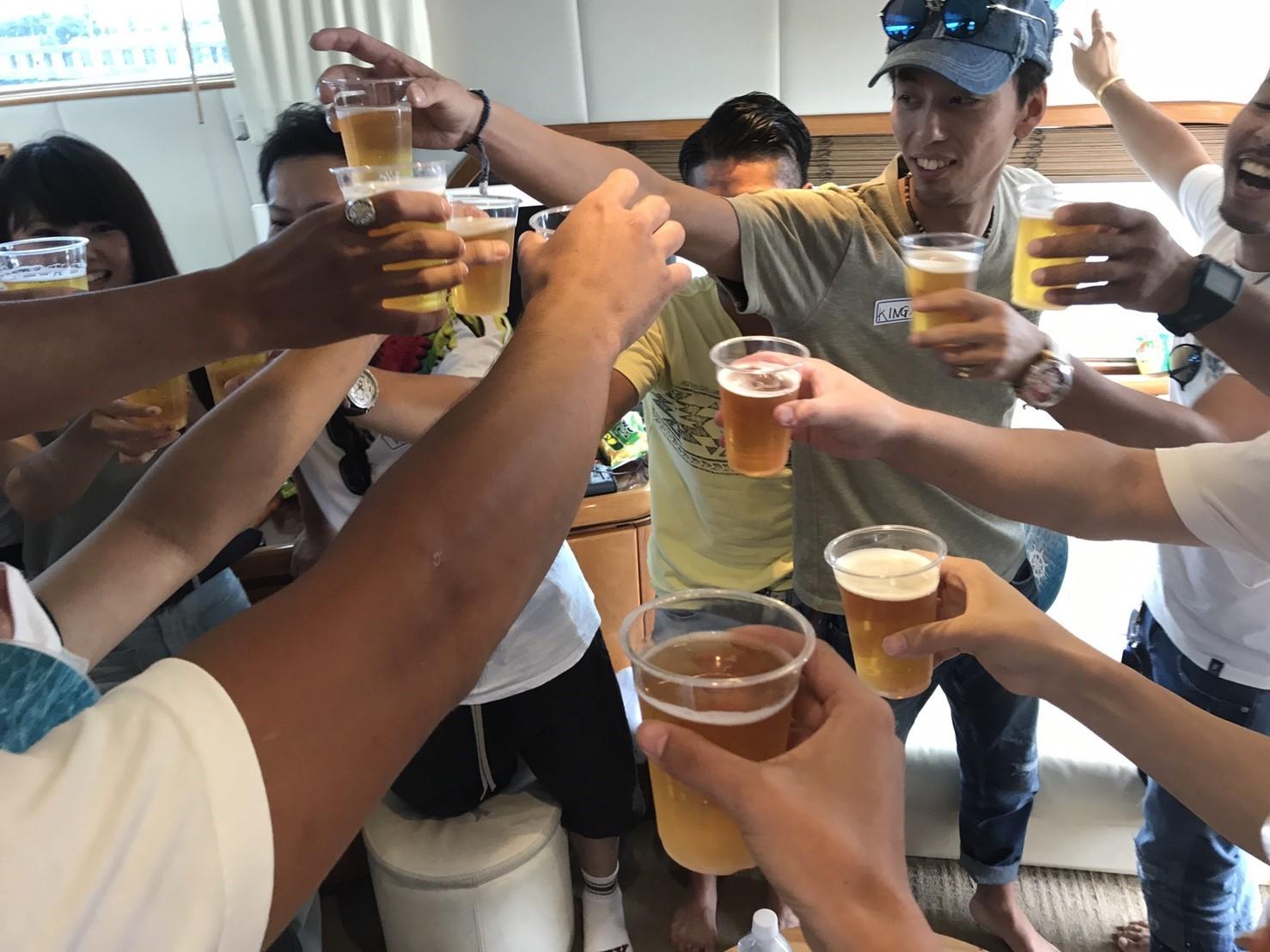 ビール片手に乾杯