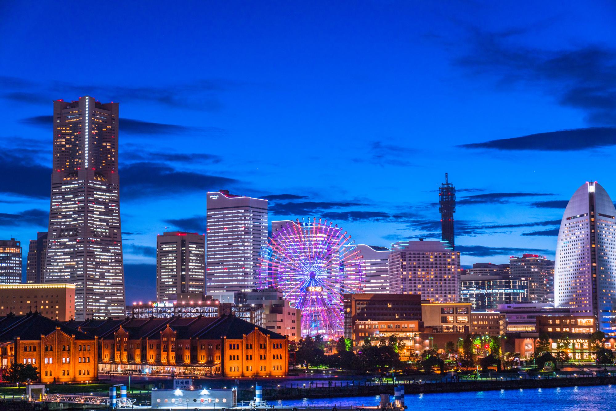 高層ビル群の夜景