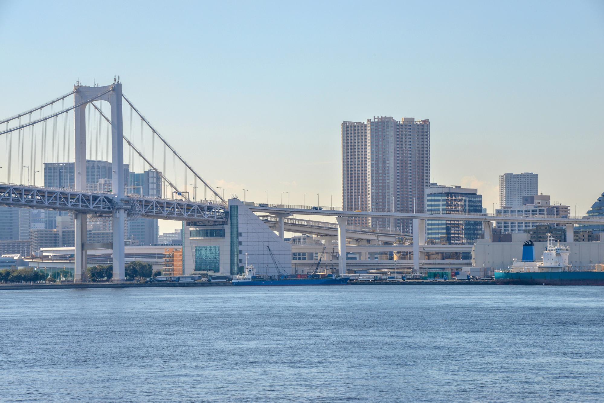 穏やかな東京湾の景色