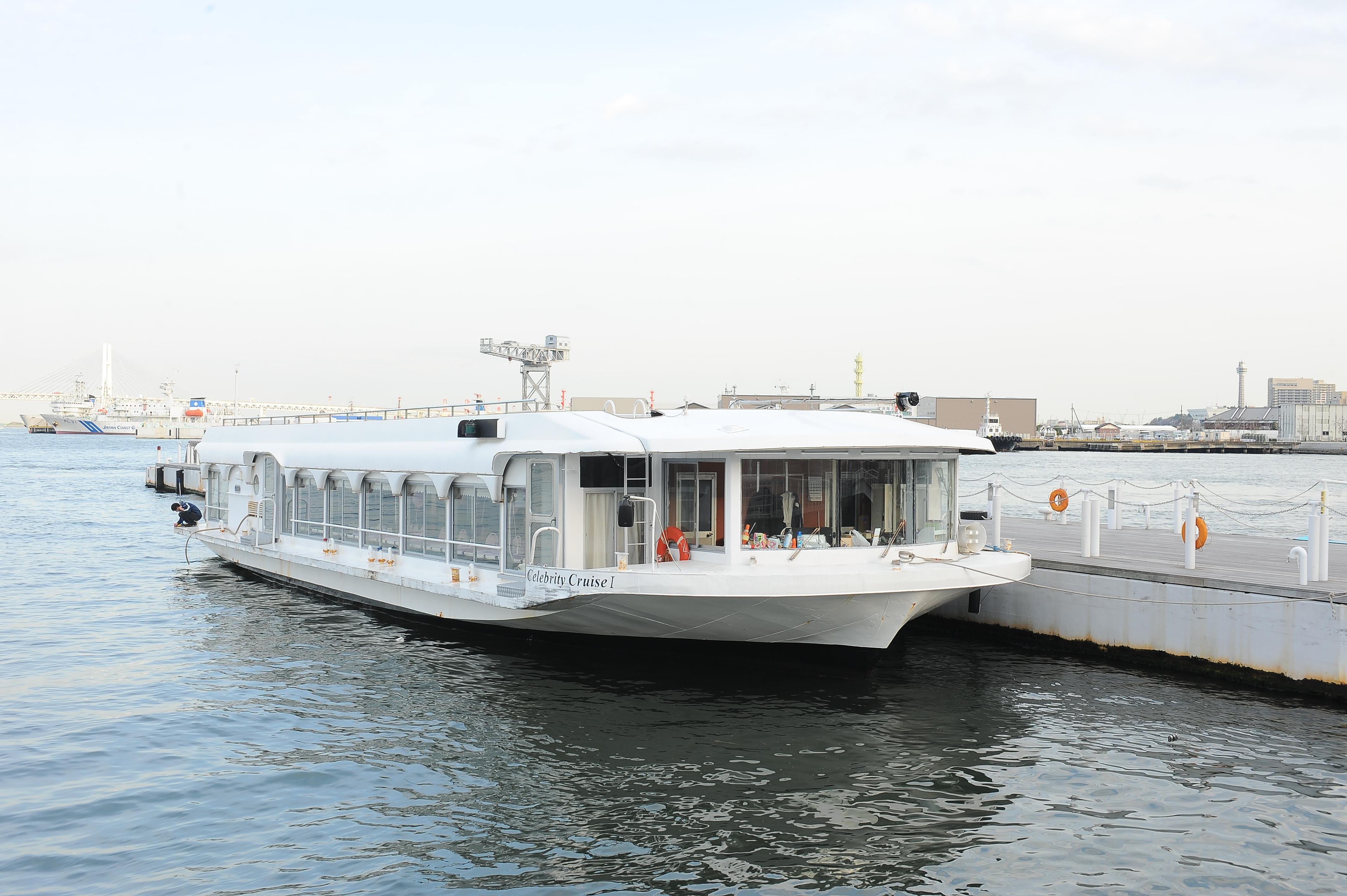 アニバーサリークルーズの豪華な船