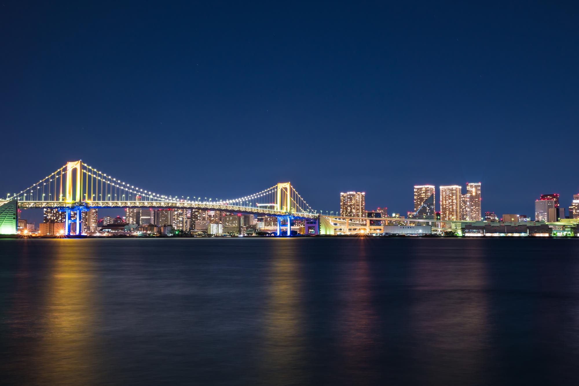 東京湾から見る都会の夜景
