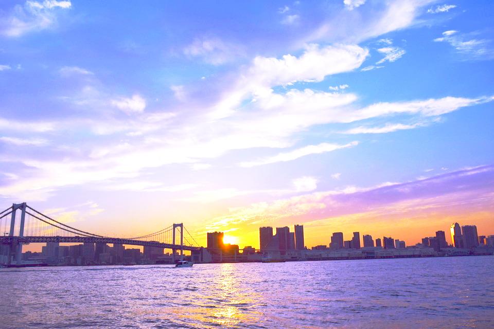 夕暮れ時の東京湾の景色