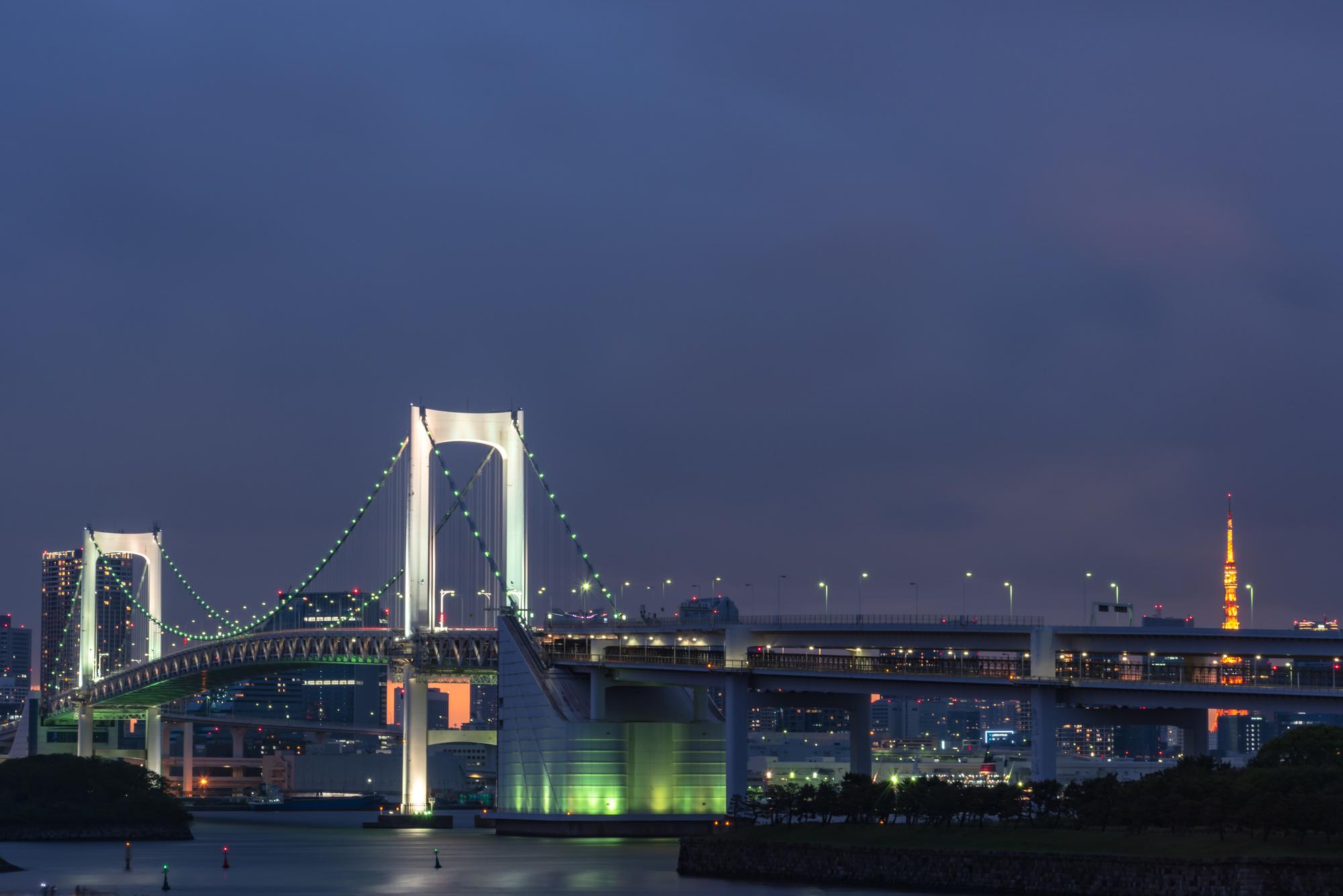 レインボーブリッジと東京タワーの夜景