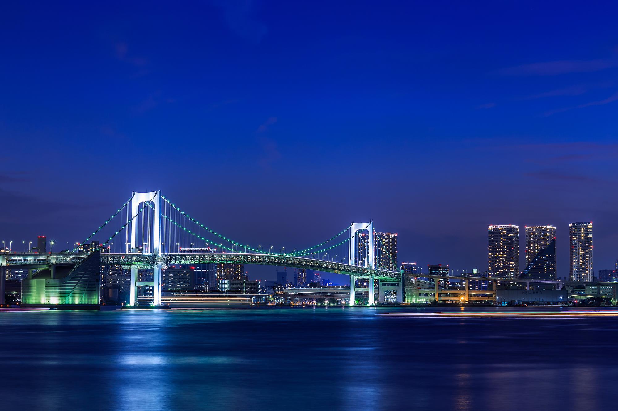 海から見える東京の夜景