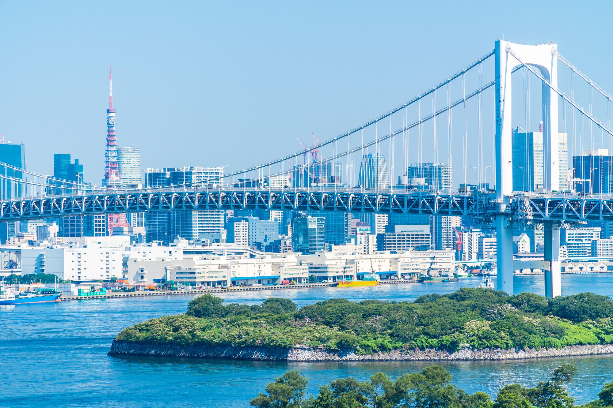 東京湾と街並み
