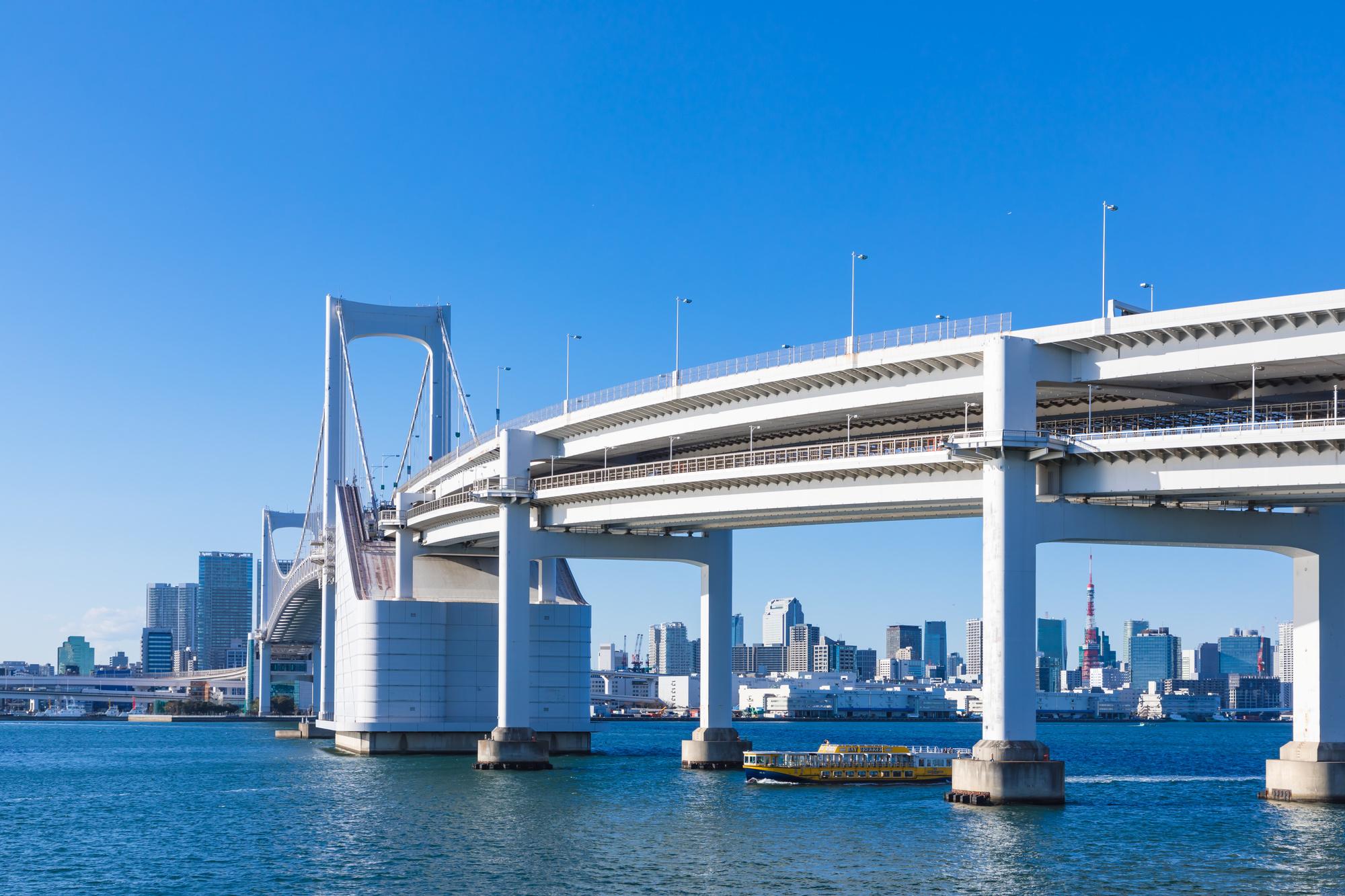 レインボーブリッジと東京のビル群