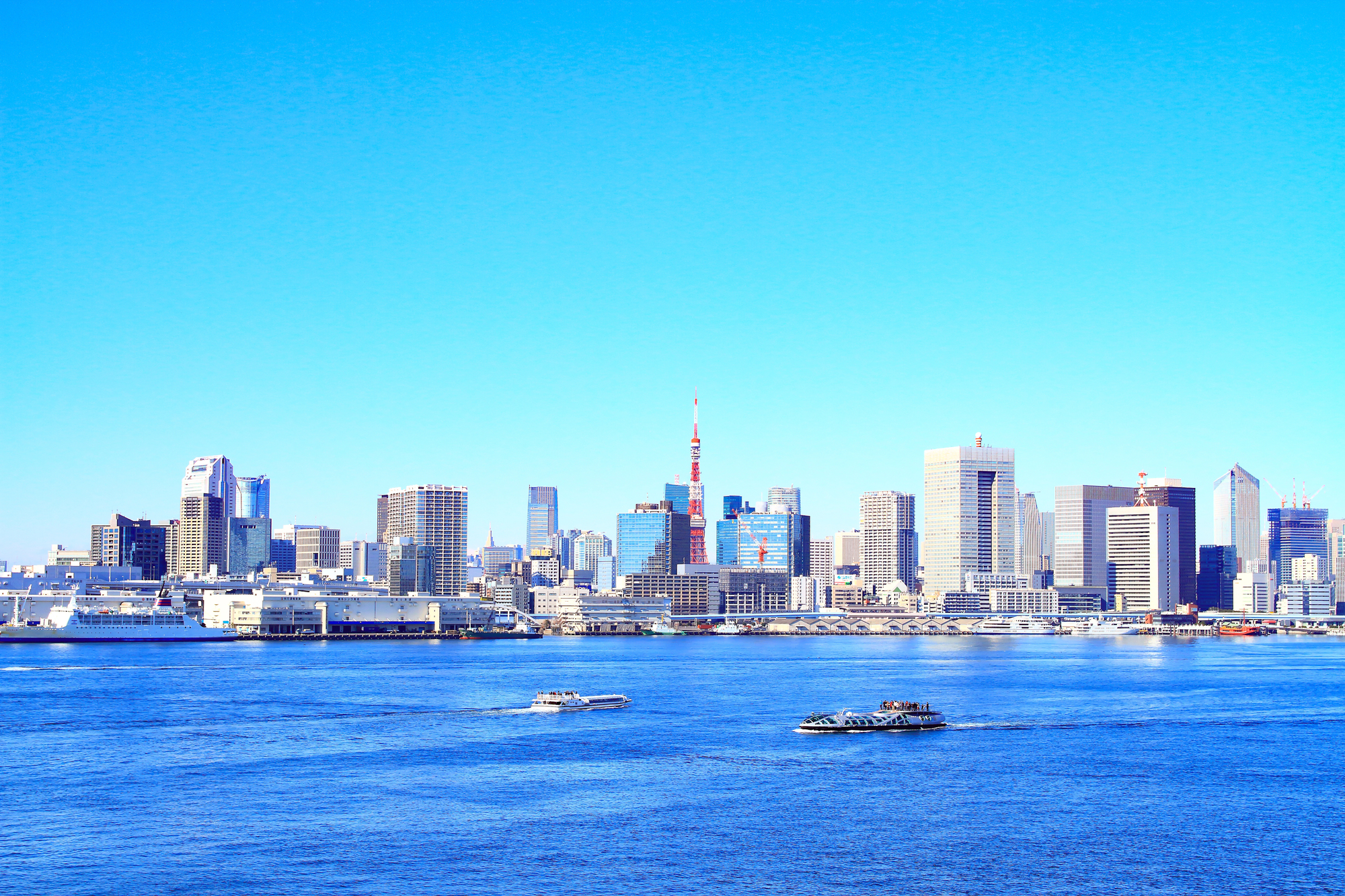 青い海からの東京タワー