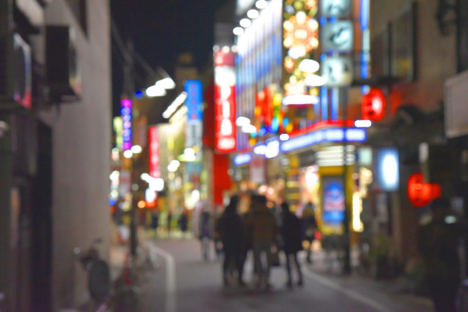 夜の飲み屋街風景